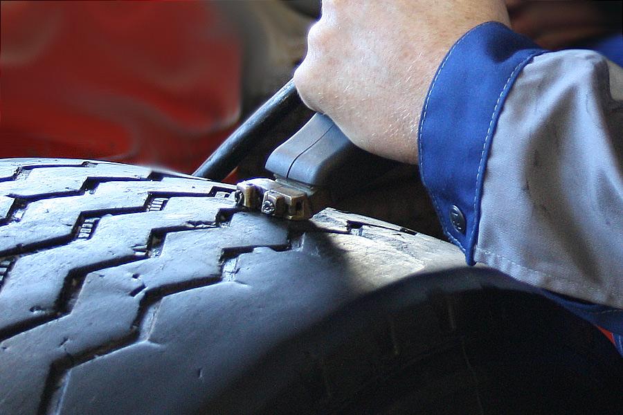 нарезка протектора грузовой шины